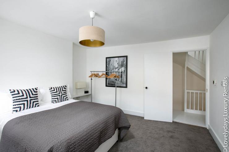 Lovelydays luxury service apartment rental - London - Fitzrovia - Goodge 55 - Lovelysuite - 2 bedrooms - 3 bathrooms - Queen bed - 71f4ce4907fa - Lovelydays