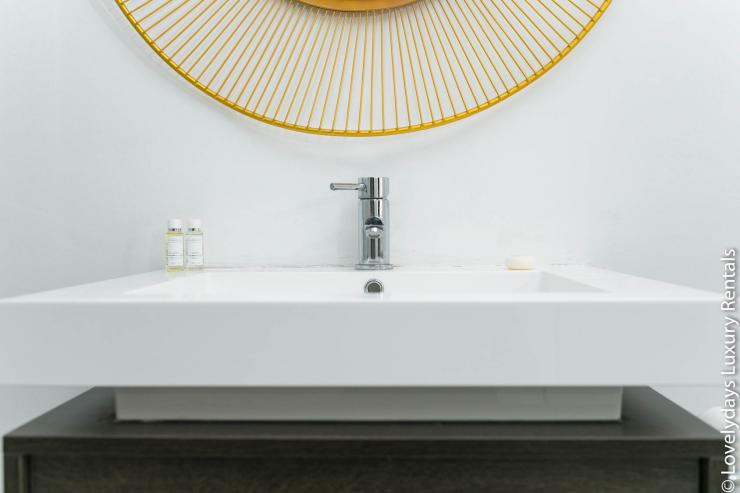 <p>Lovelydays Luxury Rentals introduce Goodge street House in the center of London.</p>