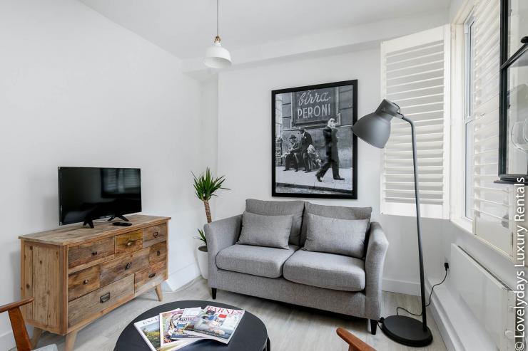 Lovelydays luxury service apartment rental - London - Fitzrovia - Goodge 55 - Lovelysuite - 2 bedrooms - 3 bathrooms - Luxury living room - bea9b06a7643 - Lovelydays