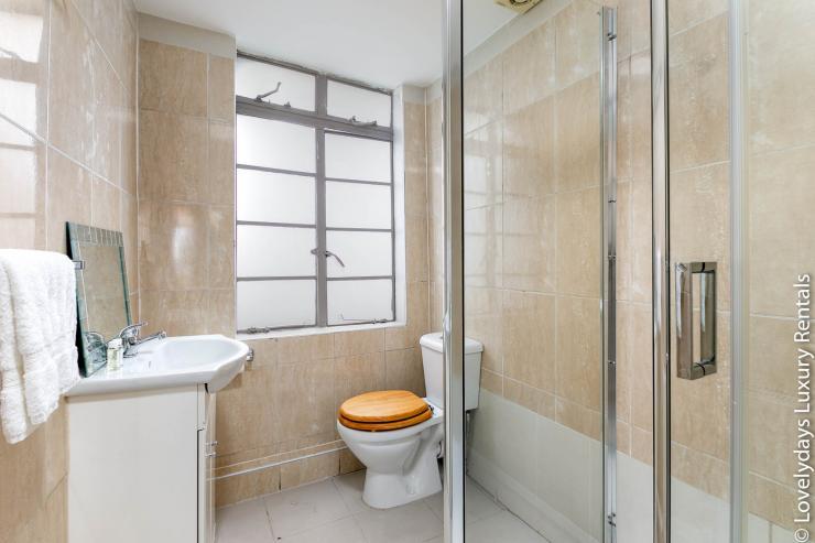 Lovelydays luxury service apartment rental - London - Fitzrovia - Goodge 55 - Lovelysuite - 2 bedrooms - 3 bathrooms - Lovely shower - 3a9609347128 - Lovelydays