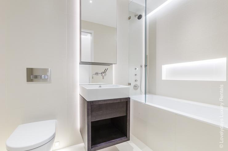 Lovelydays luxury service apartment rental - London - Fitzrovia - Goodge street - Lovelysuite - 2 bedrooms - 2 bathrooms - Large bathtub - 2b248b3f84a0 - Lovelydays