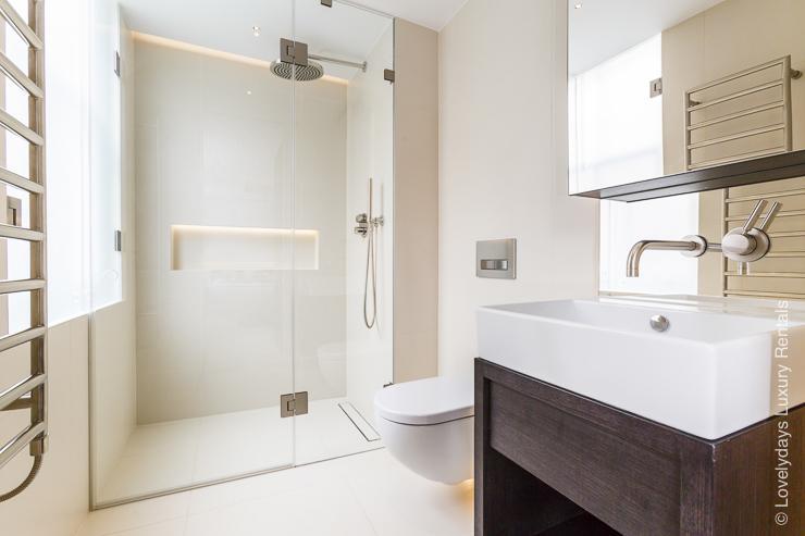 Lovelydays luxury service apartment rental - London - Fitzrovia - Goodge street - Lovelysuite - 2 bedrooms - 2 bathrooms - Lovely shower - 819606368721 - Lovelydays