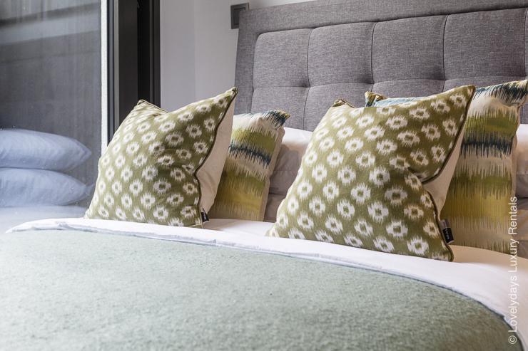 Lovelydays luxury service apartment rental - London - Fitzrovia - Goodge street - Lovelysuite - 2 bedrooms - 2 bathrooms - Reading lamps - 7219be5bb7c6 - Lovelydays