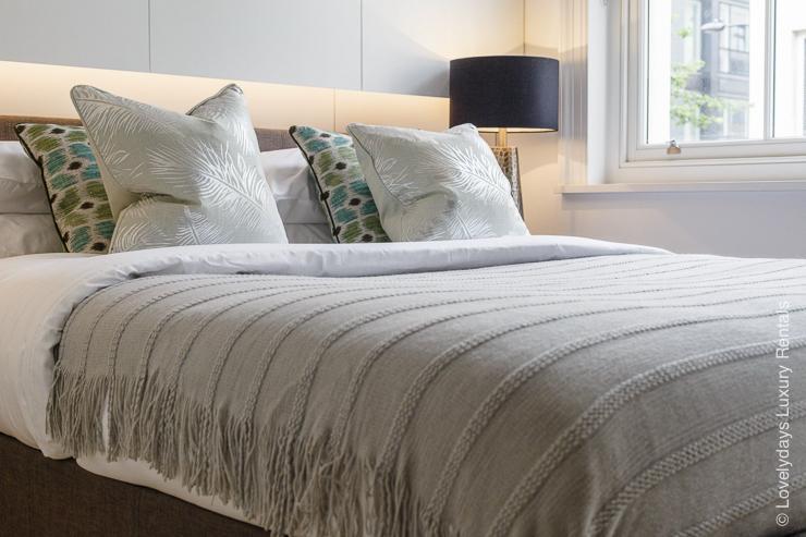 Lovelydays luxury service apartment rental - London - Fitzrovia - Goodge street - Lovelysuite - 2 bedrooms - 2 bathrooms - King bed - eab4a4ef3eea - Lovelydays