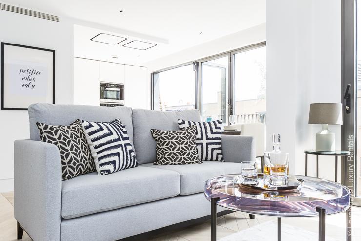 Lovelydays luxury service apartment rental - London - Fitzrovia - Goodge street IV - Lovelysuite - 2 bedrooms - 2 bathrooms - Comfortable sofa - 0dc6a9488a27 - Lovelydays