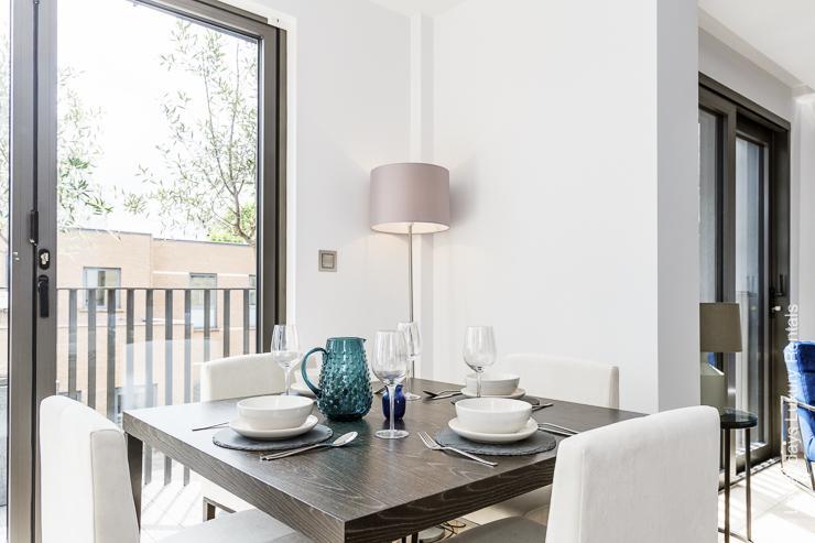 Lovelydays luxury service apartment rental - London - Fitzrovia - Goodge street IV - Lovelysuite - 2 bedrooms - 2 bathrooms - Dining living room - 65daddad9efe - Lovelydays