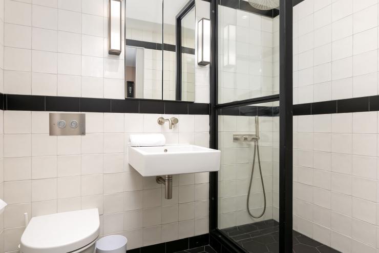 Lovelydays luxury service apartment rental - London - Soho - Great Marlborough St VIII - Lovelysuite - 3 bedrooms - 3 bathrooms - Lovely shower - 43f4efa82c78 - Lovelydays