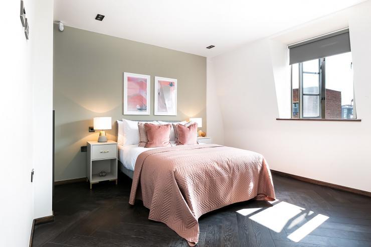 Lovelydays luxury service apartment rental - London - Soho - Great Marlborough St VIII - Lovelysuite - 3 bedrooms - 3 bathrooms - Queen bed - 9b7ec915af99 - Lovelydays