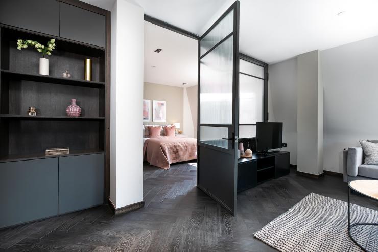 Lovelydays luxury service apartment rental - London - Soho - Great Marlborough St VIII - Lovelysuite - 3 bedrooms - 3 bathrooms - Queen bed - b5f7407d4927 - Lovelydays