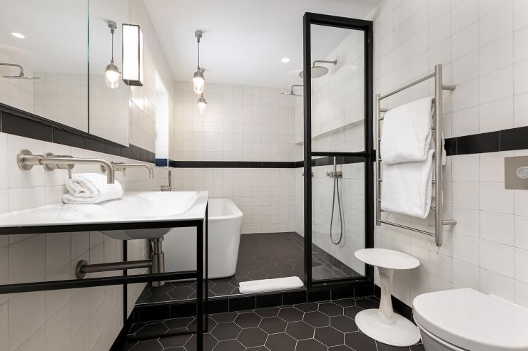 Lovelydays luxury service apartment rental - London - Soho - Great Marlborough St VIII - Lovelysuite - 3 bedrooms - 3 bathrooms - Huge Double shower - f7f85f3d2de3 - Lovelydays