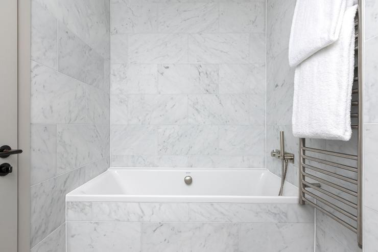 Lovelydays luxury service apartment rental - London - Soho - Great Marlborough St VIII - Lovelysuite - 3 bedrooms - 3 bathrooms - Beautiful bathtub - 20adcefe6ef2 - Lovelydays