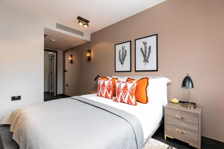 Lovelydays luxury service apartment rental - London - Soho - Great Marlborough St VIII - Lovelysuite - 3 bedrooms - 3 bathrooms - Queen bed - 07526bbcb066 - Lovelydays