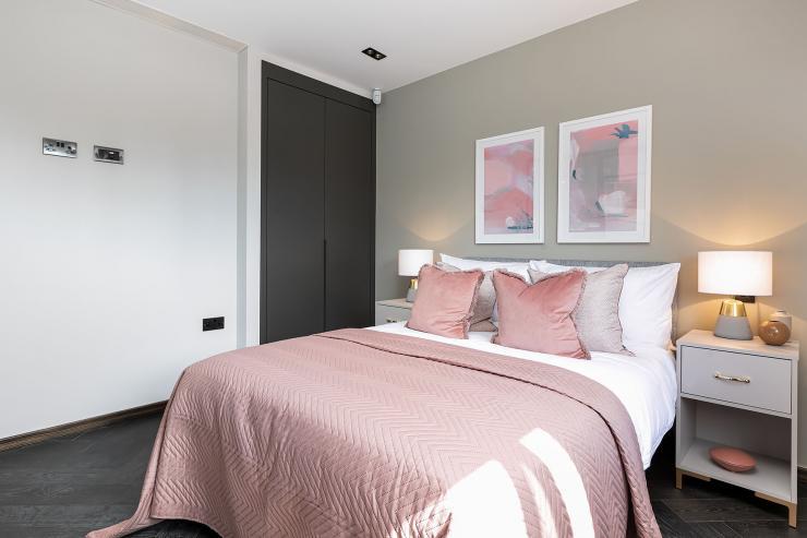 Lovelydays luxury service apartment rental - London - Soho - Great Marlborough St VIII - Lovelysuite - 3 bedrooms - 3 bathrooms - Queen bed - 8673d1f0fd37 - Lovelydays