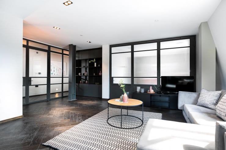 Lovelydays luxury service apartment rental - London - Soho - Great Marlborough St VIII - Lovelysuite - 3 bedrooms - 3 bathrooms - Luxury living room - 4abcb46c16ce - Lovelydays