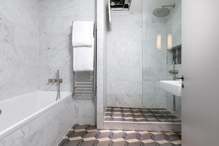 Lovelydays luxury service apartment rental - London - Soho - Great Marlborough St VIII - Lovelysuite - 3 bedrooms - 3 bathrooms - Beautiful bathtub - 354e5faf7293 - Lovelydays