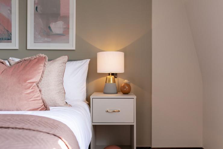 Lovelydays luxury service apartment rental - London - Soho - Great Marlborough St VIII - Lovelysuite - 3 bedrooms - 3 bathrooms - Reading lamps - 71431da35c01 - Lovelydays