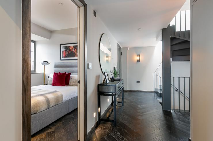 Lovelydays luxury service apartment rental - London - Soho - Great Marlborough St. IX - Lovelysuite - 2 bedrooms - 2 bathrooms - Queen bed - e144d119f7cf - Lovelydays