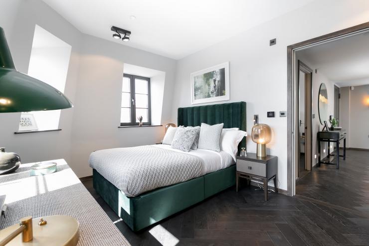 Lovelydays luxury service apartment rental - London - Soho - Great Marlborough St. IX - Lovelysuite - 2 bedrooms - 2 bathrooms - Queen bed - dcef927559bc - Lovelydays