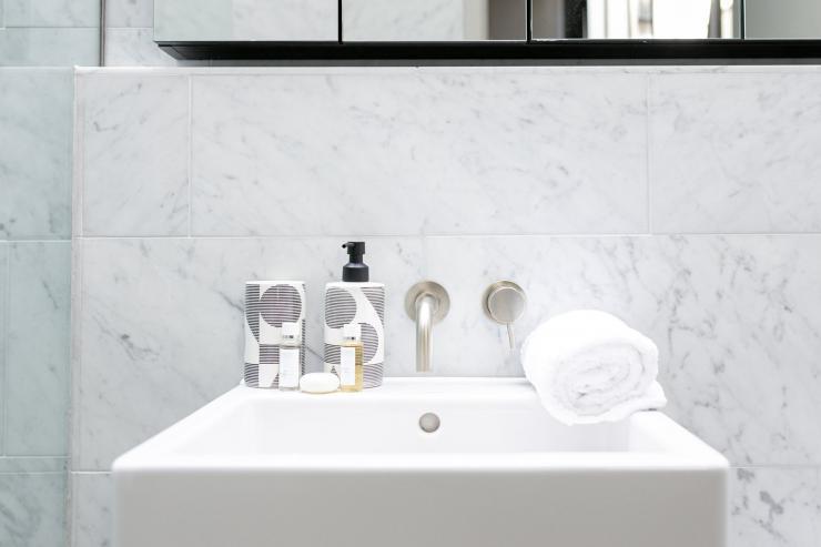 Lovelydays luxury service apartment rental - London - Soho - Great Marlborough St. IX - Lovelysuite - 2 bedrooms - 2 bathrooms - Lovely shower - 0ce8bad75956 - Lovelydays