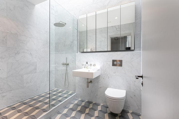 Lovelydays luxury service apartment rental - London - Soho - Great Marlborough St. IX - Lovelysuite - 2 bedrooms - 2 bathrooms - Lovely shower - 78dde31ce3a8 - Lovelydays