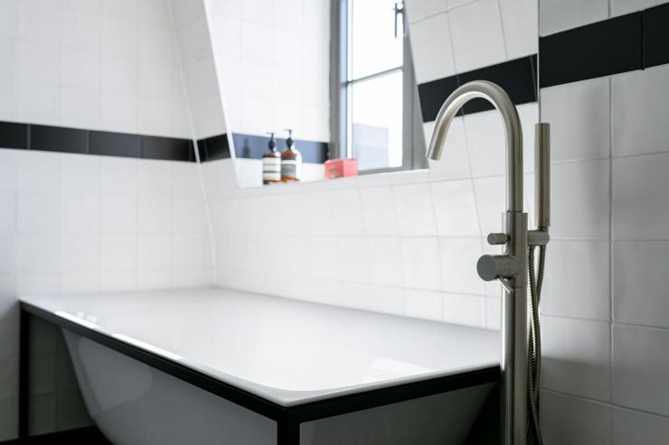 Lovelydays luxury service apartment rental - London - Soho - Great Marlborough St. IX - Lovelysuite - 2 bedrooms - 2 bathrooms - Beautiful bathtub - 5e46897949e2 - Lovelydays