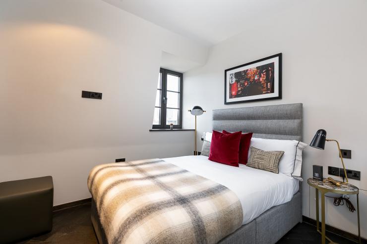 Lovelydays luxury service apartment rental - London - Soho - Great Marlborough St. IX - Lovelysuite - 2 bedrooms - 2 bathrooms - Queen bed - 1c014cd6b98e - Lovelydays