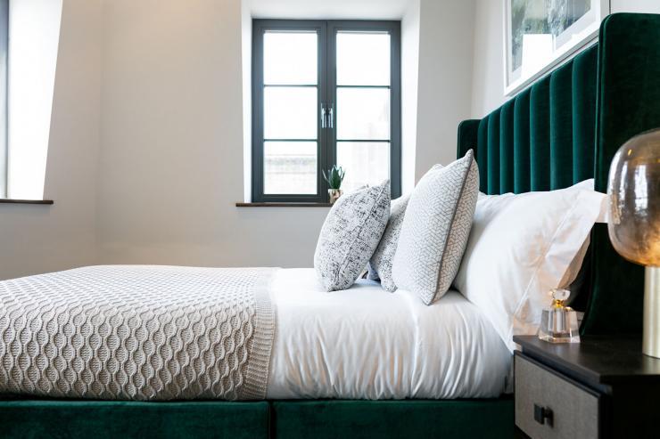 Lovelydays luxury service apartment rental - London - Soho - Great Marlborough St. IX - Lovelysuite - 2 bedrooms - 2 bathrooms - Queen bed - b6c67f93e50f - Lovelydays