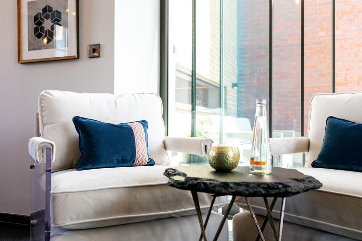 Lovelydays luxury service apartment rental - London - Soho - Great Marlborough St. IX - Lovelysuite - 2 bedrooms - 2 bathrooms - Luxury living room - 00955c01e5dc - Lovelydays