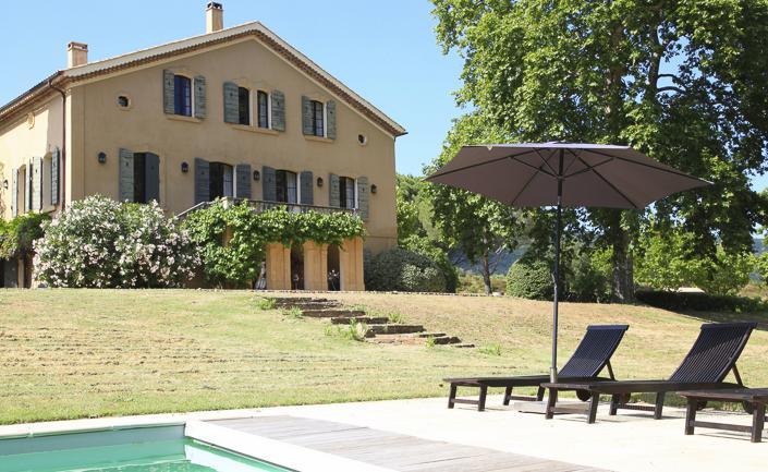 https://lovelydays.com/images/properties/img/La-maison-de-maitre/La-maison-de-maitre-e4b9556f72b5.jpeg
