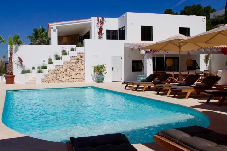 https://lovelydays.com/images/properties/img/Villa-Adella/Villa-Adella-431d6737c7c0.jpg
