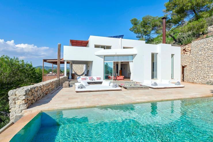 https://lovelydays.com/images/properties/img/Villa-Ainhoa/Villa-Ainhoa-dd46ce4cd180.jpg
