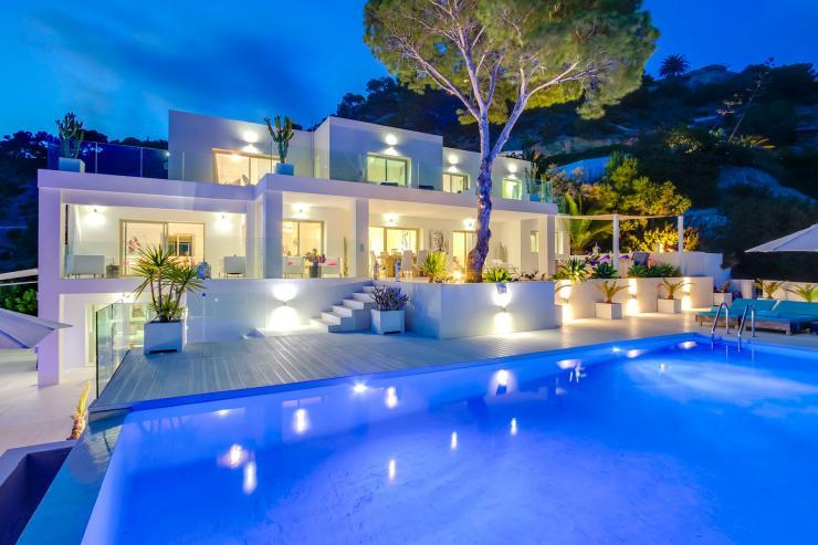https://lovelydays.com/images/properties/img/Villa-Aitana/Villa-Aitana-f8b8533efbcc.jpg