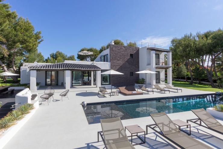 https://lovelydays.com/images/properties/img/Villa-Arrebol/Villa-Arrebol-c9ac99a5098c.jpg