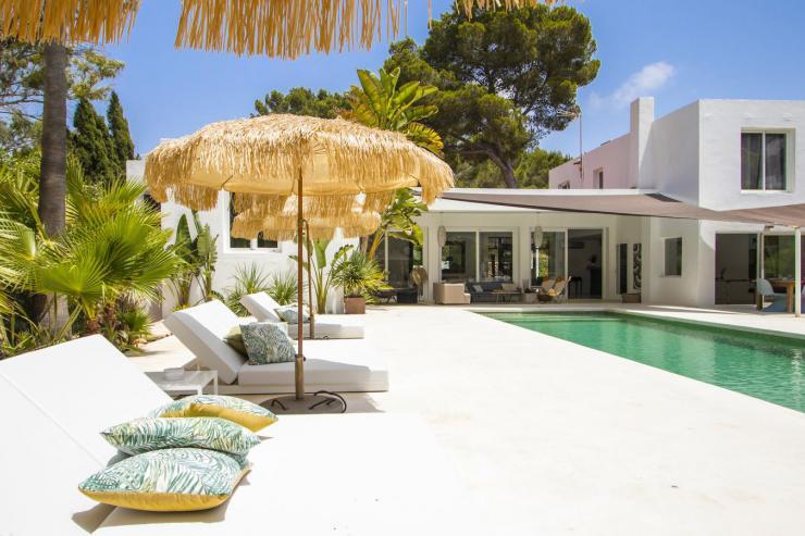 https://lovelydays.com/images/properties/img/Villa-Ataraxia/Villa-Ataraxia-c82f2e0d51ea.jpg