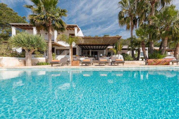 https://lovelydays.com/images/properties/img/Villa-Caricia/Villa-Caricia-be532613ed66.jpg