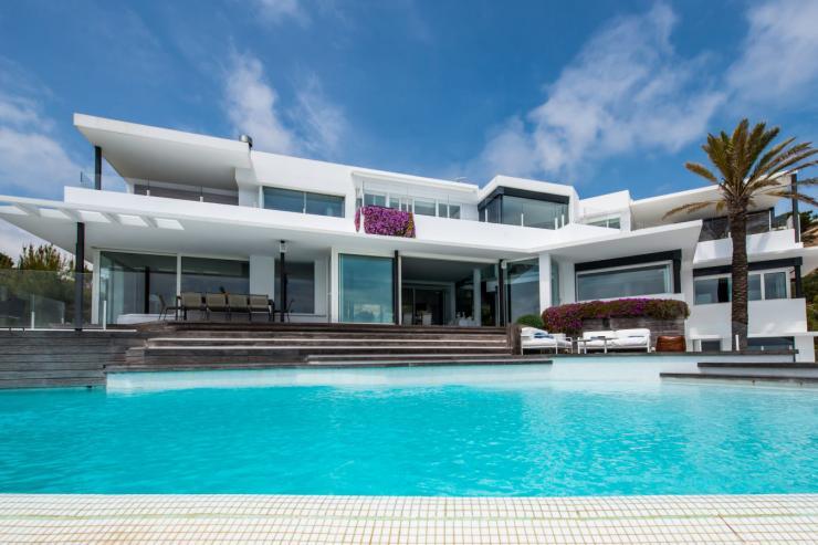 https://lovelydays.com/images/properties/img/Villa-Dadivosa/Villa-Dadivosa-226b568672bf.jpg