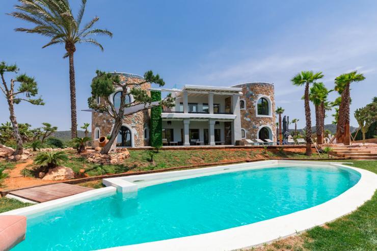 https://lovelydays.com/images/properties/img/Villa-Dulce/Villa-Dulce-f7ad985472c9.jpg