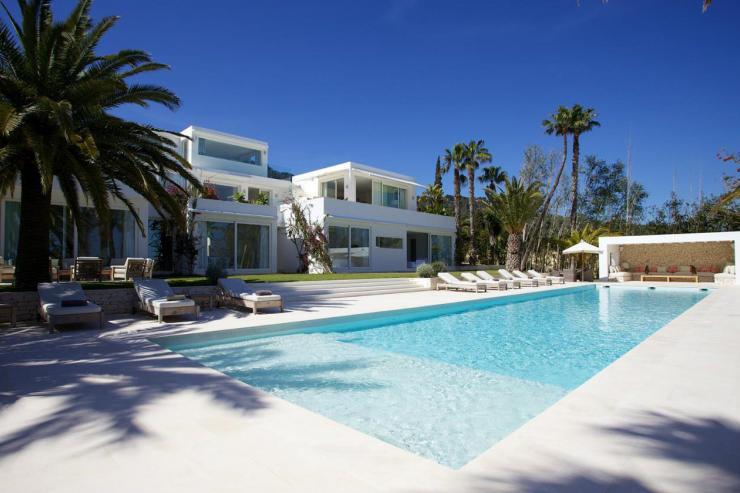 https://lovelydays.com/images/properties/img/Villa-Iridiscencia/Villa-Iridiscencia-12324badc3b5.jpg