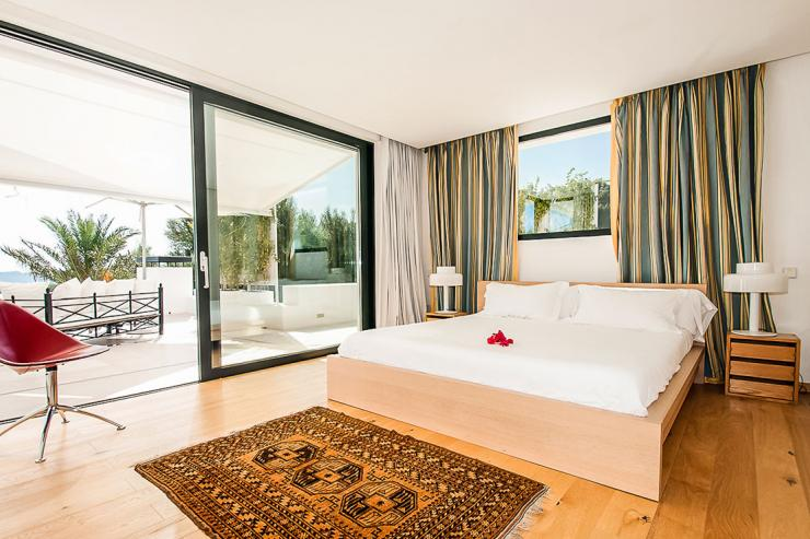 <p>Lovelydays Luxury Rentals introduce you pictures of a charming house in the heart of Ibiza</p>