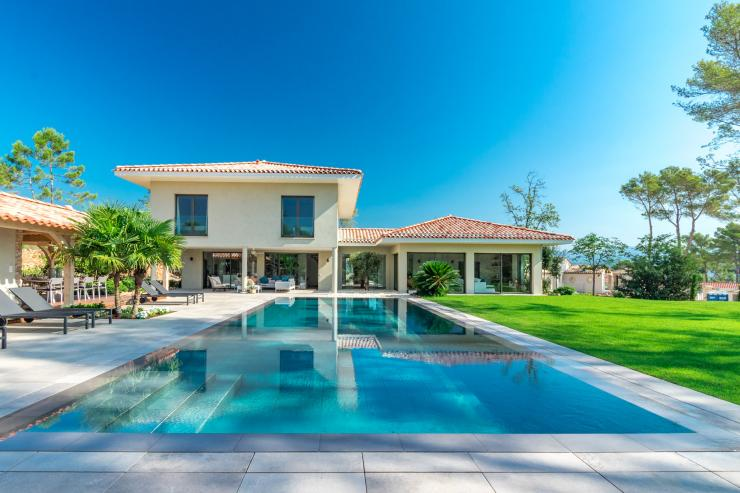 https://lovelydays.com/images/properties/img/Villa-Lizea/Villa-Lizea-8d368a561922.jpg