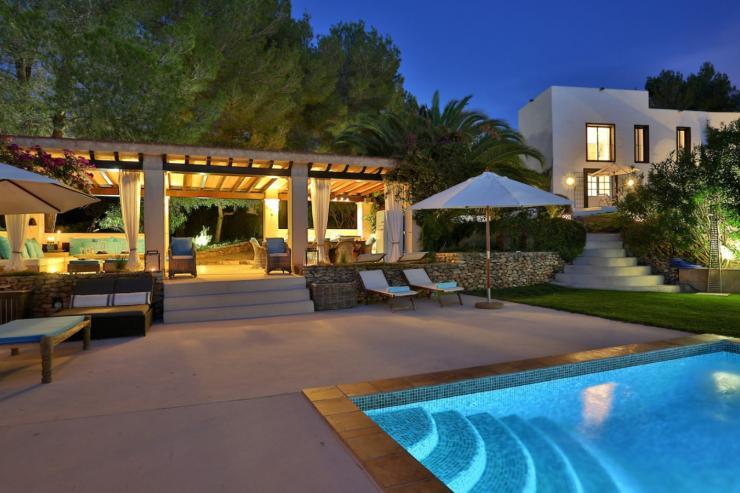 https://lovelydays.com/images/properties/img/Villa-Nevaya/Villa-Nevaya-dcfadc83d34c.jpg