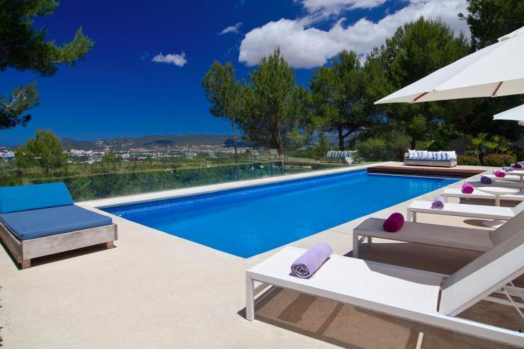 https://lovelydays.com/images/properties/img/Villa-Odalis/Villa-Odalis-1a770a7140eb.jpg