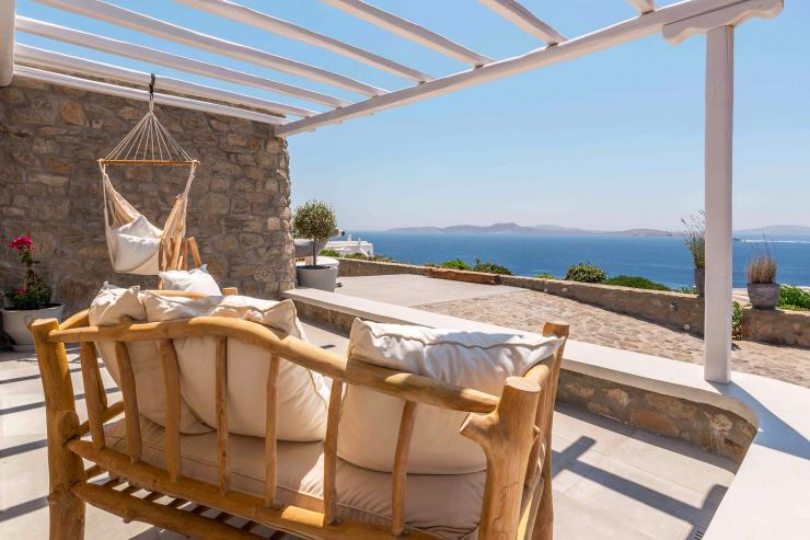 <p>Lovelydays Luxury Rentals introduce you pictures of a charming house in the heart of Mykonos</p>