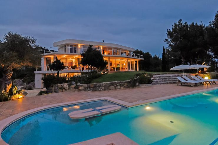 https://lovelydays.com/images/properties/img/Villa-Sofia/Villa-Sofia-1f5543390ed5.jpg