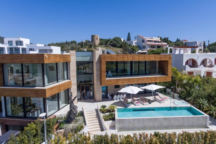 https://lovelydays.com/images/properties/img/Villa-Soledad/Villa-Soledad-a47fa2485cb3.jpg