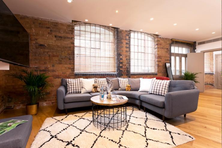 Lovelydays luxury service apartment rental - London - Fitzrovia - Wells Mews B - Lovelysuite - 2 bedrooms - 2 bathrooms - Comfortable sofa - c56b60919af5 - Lovelydays