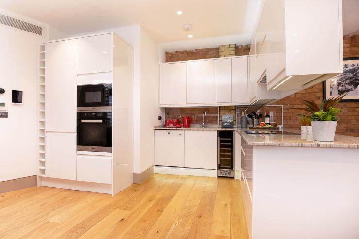 Lovelydays luxury service apartment rental - London - Fitzrovia - Wells Mews B - Lovelysuite - 2 bedrooms - 2 bathrooms - Luxury kitchen - 212a296b02d7 - Lovelydays