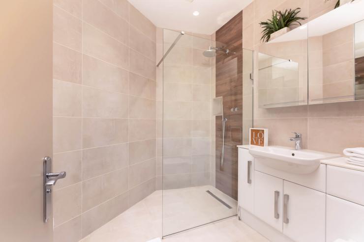 Lovelydays luxury service apartment rental - London - Fitzrovia - Wells Mews B - Lovelysuite - 2 bedrooms - 2 bathrooms - Lovely shower - db929101dc0c - Lovelydays